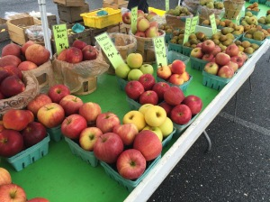 Apples and pears at the impromptu farmers market in Rockville in January.